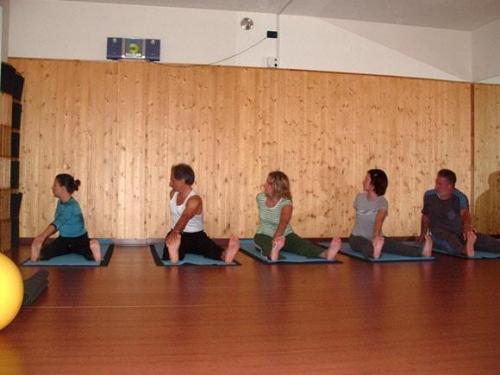 Yoga02 10 07  34 -566-800-600-100