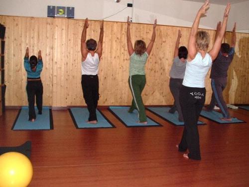 Yoga02 10 07  8 -562-800-600-100